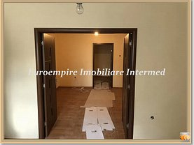 Casa de închiriat 5 camere, în Constanţa, zona Delfinariu