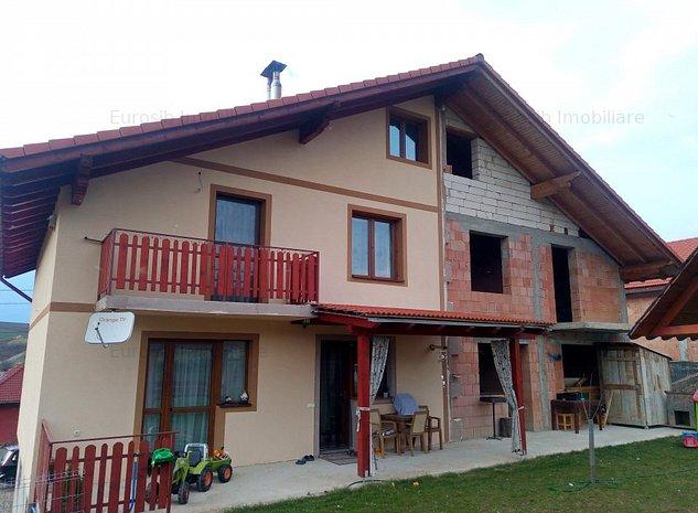 Casa duplex de vanzare in Sura Mare jud Sibiu - imaginea 1