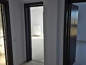 Apartament de vânzare 3 camere, în Brasov, zona Rulmentul