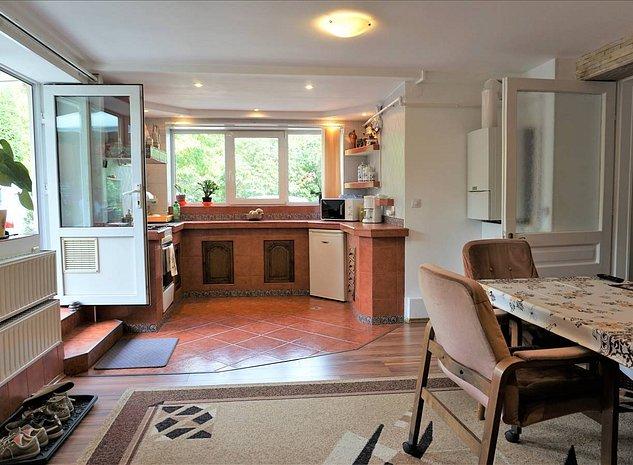 Apartament 3 camere, Scheii Brasovului - imaginea 1