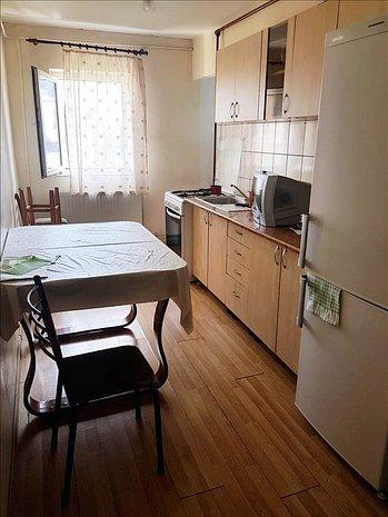 Apartament 3 camere, zona Tractorul - imaginea 1