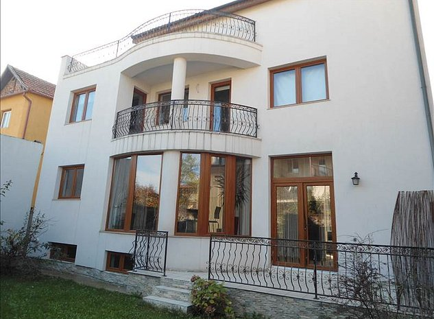 Casa Brasov, zona Centrul Civic - imaginea 1