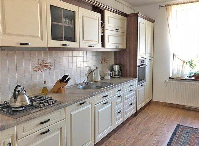 Apartament in casa, mobilat si utilat lux, Centrul Istoric, Brasov - imaginea 1