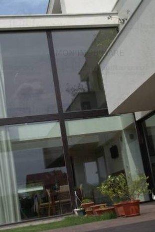 Casa de închiriat 9 camere - imaginea 1