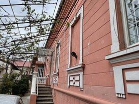 Casa de închiriat 3 camere, în Constanţa, zona Capitol