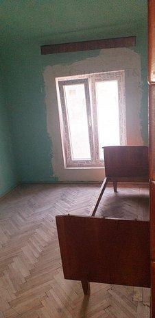 Armeneasca, zona de vis, apart 2 camere mansarda, fara imbunatatiri - imaginea 1