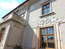 Casa de închiriat 15 camere, în Bucuresti, zona P-ta Romana