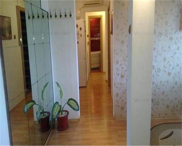 Apartament 3 camere Dristor - Ramnicu Sarat renovat complet - imaginea 1