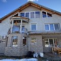 Casa de vânzare sau de închiriat 8 camere, în Băniţa