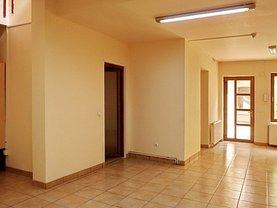 Casa de închiriat 4 camere, în Braşov, zona Centrul Istoric