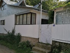 Casa de vânzare 4 camere, în Broşteni