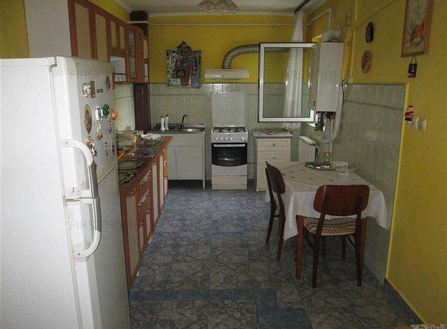 Apartament 3 camere, etaj 2/3 zona 2 Stejari - imaginea 1