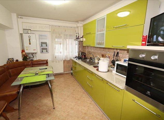 Apartament 3 camere, etaj 8 cu acoperis zona Piata Moldovei - imaginea 1