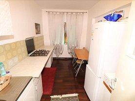 Apartament de vânzare 3 camere, în Focşani, zona Sud