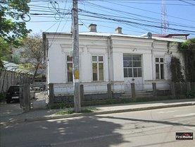 Casa de închiriat 4 camere, în Focşani, zona Central