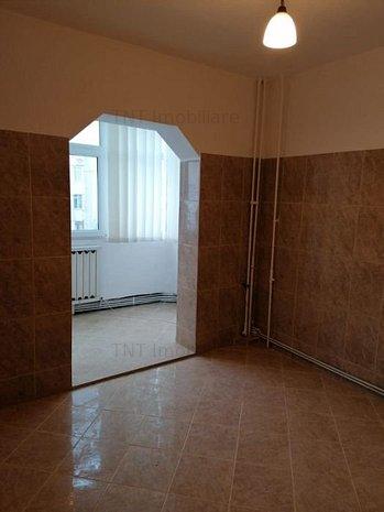 Apartament 2 camere decomandat nemobilat zona Nicolina Providenta Cug - imaginea 1