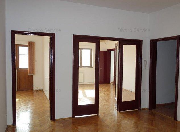 Vanzare apartament 4 camere renovat zona Armeneasca ideal investitie - imaginea 1