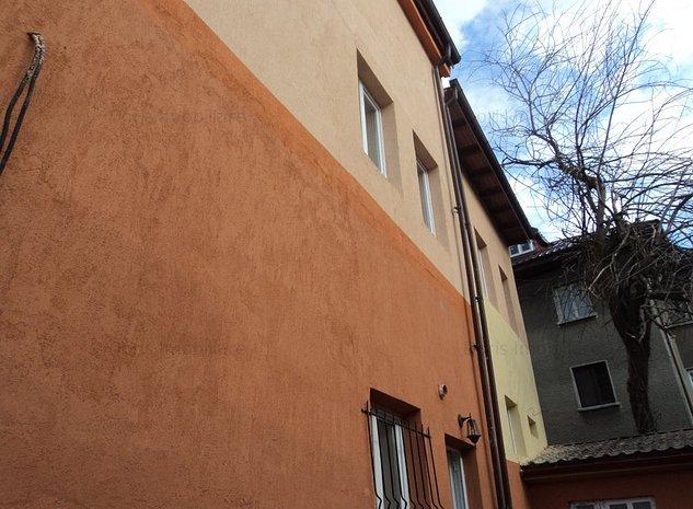 Casa P+ 1  renovata racordata la toate utilitatile. - imaginea 1