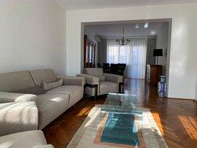 Apartament de închiriat 4 camere, în Ploieşti, zona Central