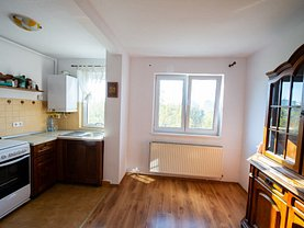 Apartament de vânzare 3 camere, în Targu Mures, zona Dambu Pietros
