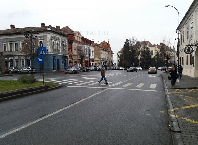 Imobilstar vinde imobil mare in Piata Bolyai - imaginea 1