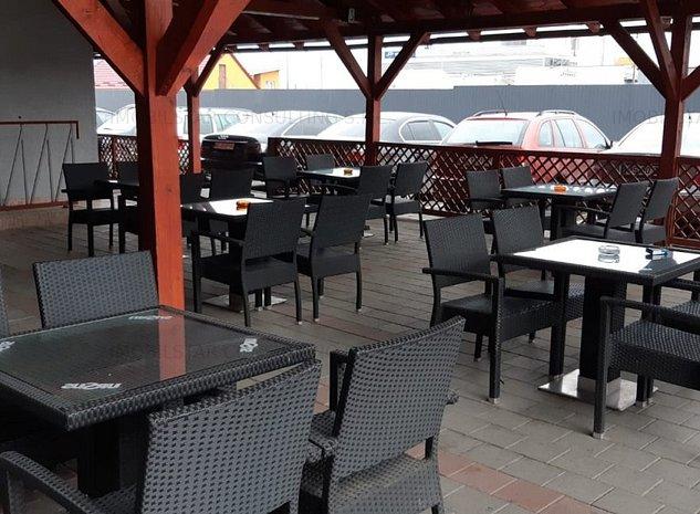 De inchiriat bar cu terasa +teren de fotbal - imaginea 1