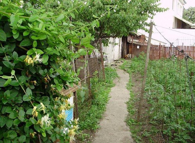 Casa din caramida, curte generoasa, zona buna [687] - imaginea 1