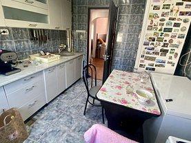 Apartament de vânzare 4 camere, în Constanţa, zona Poarta 6