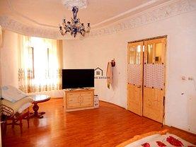 Casa de vânzare 12 camere, în Timişoara, zona Lunei