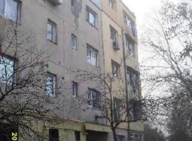 Apartament de vânzare 3 camere - imaginea 1