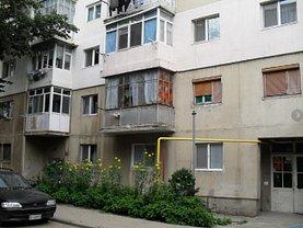 Apartament de vânzare 4 camere, în Giurgiu, zona Tineretului