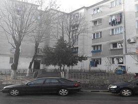 Apartament de vânzare 3 camere, în Ramnicu Valcea, zona Petrisor