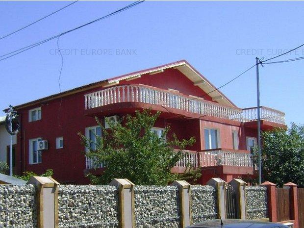 Casa de vânzare 8 camere - imaginea 1