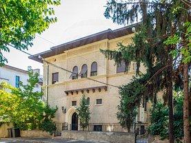 Casa de închiriat 12 camere, în Bucuresti, zona Capitale