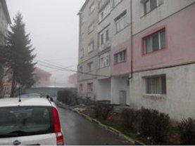 Apartament de vânzare 3 camere, în Adjud, zona Central