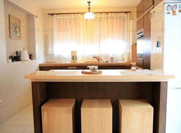 Apartament 4 camere de vanzare, Europa - imaginea 1