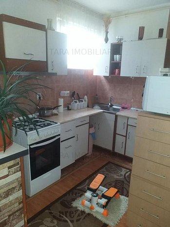 Apartament cu 3 camere de vanzare in Dambul Rotund - imaginea 1