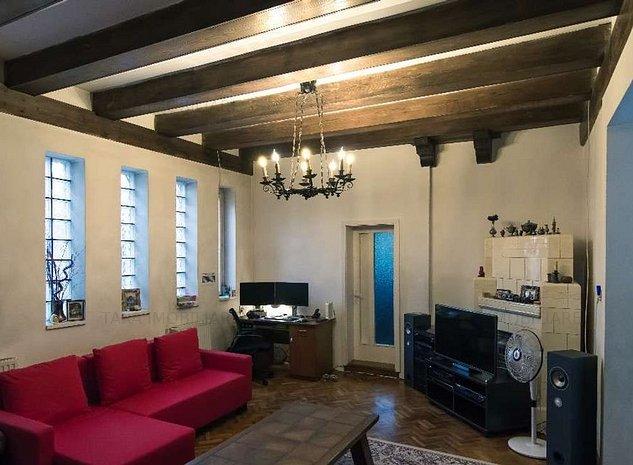 Casa /Vila cu 10 camere de vanzare in zona Dambul Rotund - imaginea 1