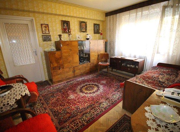 Apartament cu 3 camere de vanzare in Centru - imaginea 1
