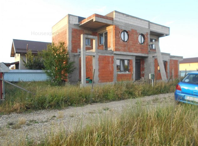 Vila gen duplex, pretabila.pentru 2 familii - imaginea 1