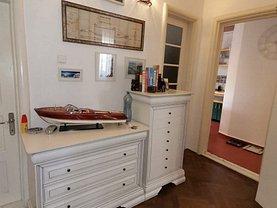 Apartament de închiriat 3 camere, în Constanţa, zona P-ţa Ovidiu