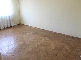 Apartament de vânzare 3 camere, în Piteşti, zona Eremia