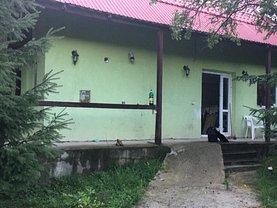 Casa de vânzare 9 camere, în Nucşoara