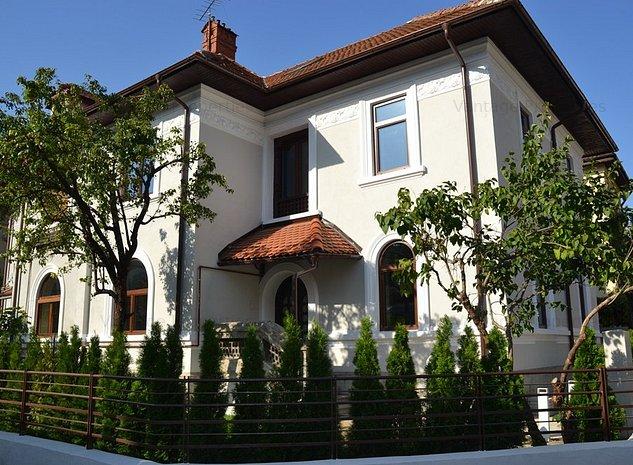 Vila cu arhitectura frumoasa, revovata, finisaje de lux, Aviatorilor - imaginea 1