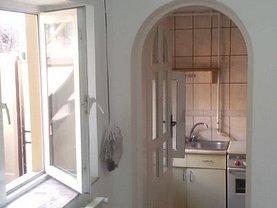 Casa de vânzare 3 camere, în Constanta, zona Trocadero