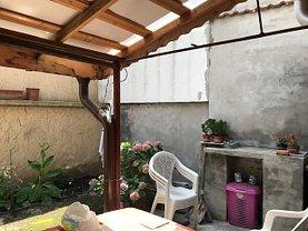 Casa de vânzare 3 camere, în Bucuresti, zona Decebal