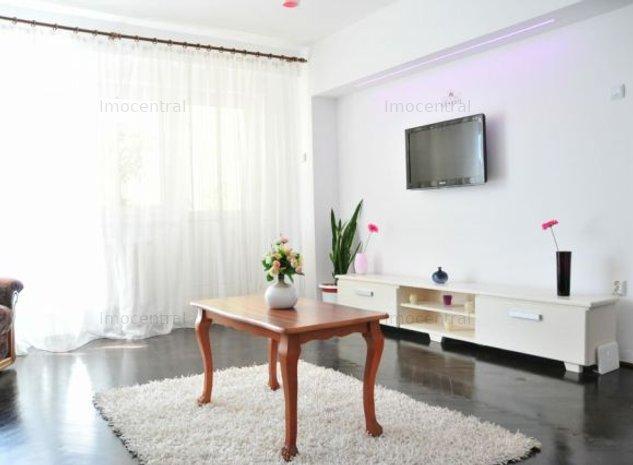 Inchiriere apartament 3 camere, de LUX, cartier Centru - imaginea 1