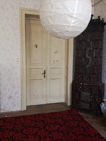 Apartament 4 camere,ultracentral,ideal birou,cabinet,studiou - imaginea 1