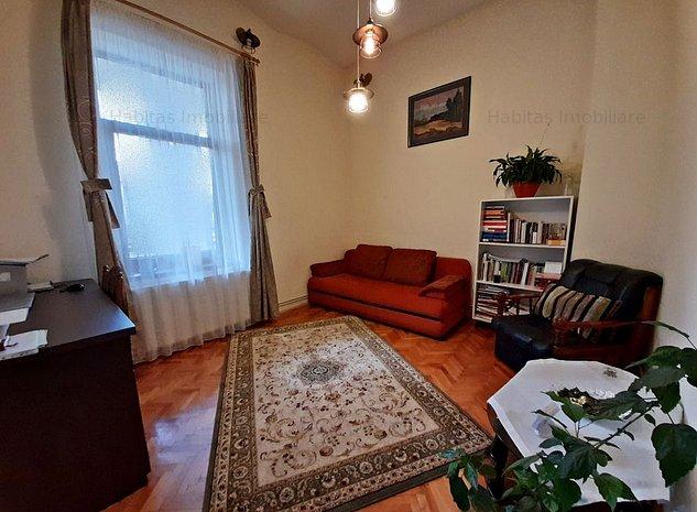 Apart. cu tavan inalt, 2 camere decomandate, garaj, zona Tribunalului - imaginea 1