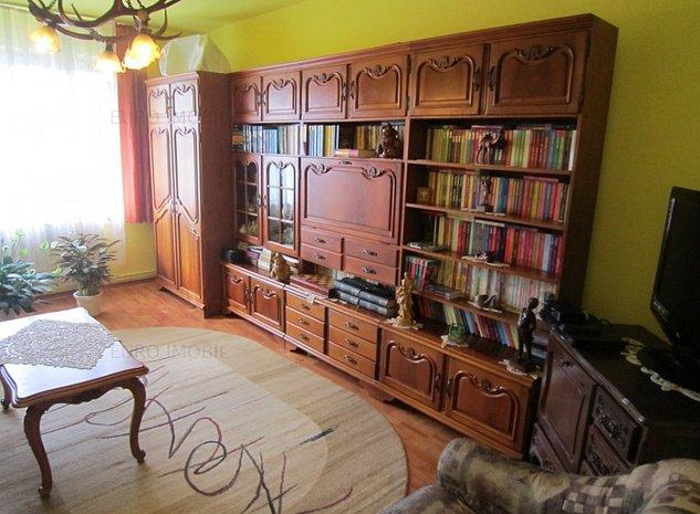 Apartament cu 3 camere, confort I, etaj 2, garaj, str. Rozmarinului - imaginea 1